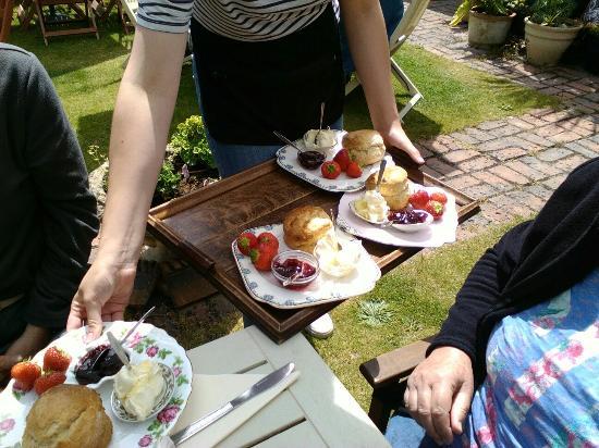 Mermaid House Tea Gardens: Yumm