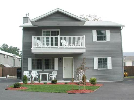 Americas Best Value Inn & Suites Lake George: Townhouse #7
