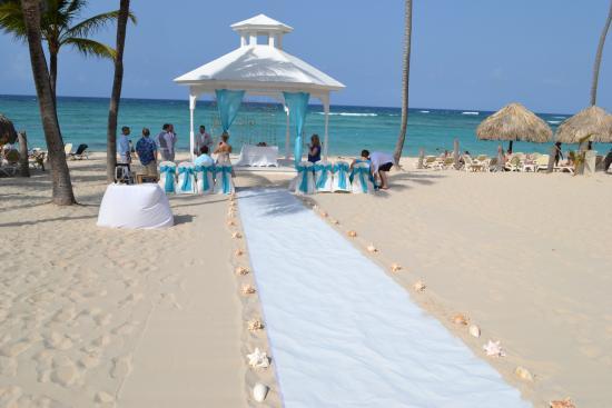 Beautiful Beach Wedding Setting Picture of Majestic Elegance
