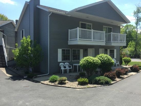 Americas Best Value Inn & Suites Lake George: Townhouse #19 and #20