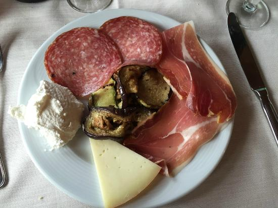 Agriturismo degli Acquedotti: antipasto all'italiana menù di carne