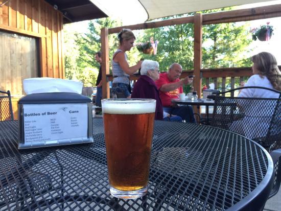 Cougar Bar & Grill: Great food & beer & folks