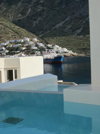 Delfini Hotel Sifnos: View from pool