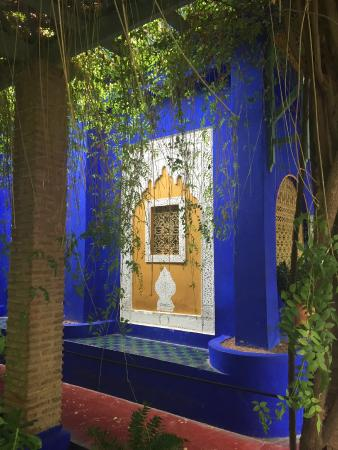 Jardin majorelle rue yves saint laurent marrakech for Jardin yves saint laurent marrakech