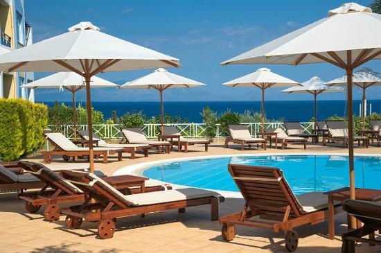 Colonides Beach Hotel: Pool