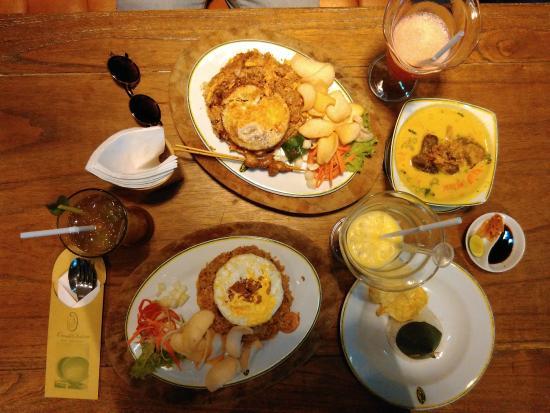 Omah Sinten: Fried Rice and Soto Tangkar