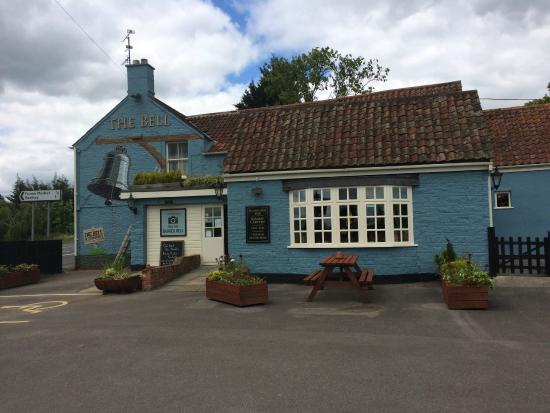 The Bell Inn: Pub entrance