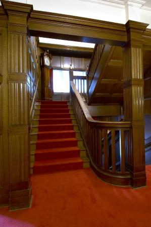 Laurier House National Historic Site : second floor staircase