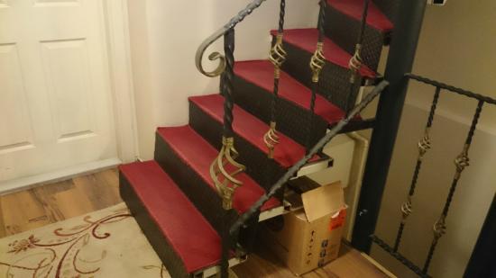 Arasta Boutique Hotel: лестница в отеле между этажами