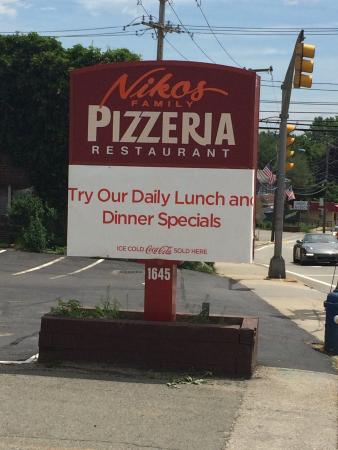 Nikos Family Pizzeria Restaurant