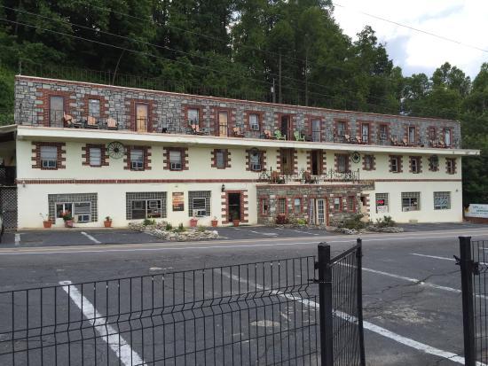 Skyline Village Inn: Skyline Inn! What a place!