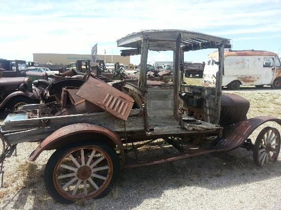 Moriarty, NM: Lewis Antique Auto & Toy Museum