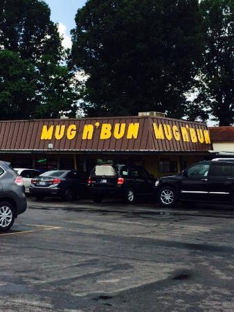 Mug-n-Bun Drive-In Restaurant : Great times!