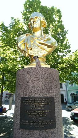 Bischofswerda, Deutschland: Some famous bloke in the market square