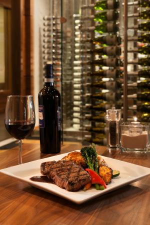 XS Lounge and Grill: Steaks