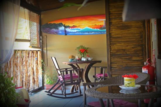 Hotel Perico Azul: Upstaris deck
