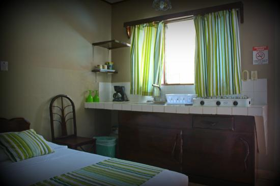 Hotel Perico Azul : Green lime studio one double bed & private bathroom