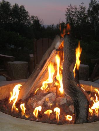 Crooked River Lodge : a fire is almost always going outside on the desk