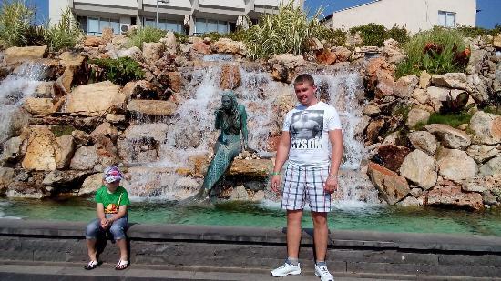 Ataturk Park : Центральный парк возле поющего фонтана