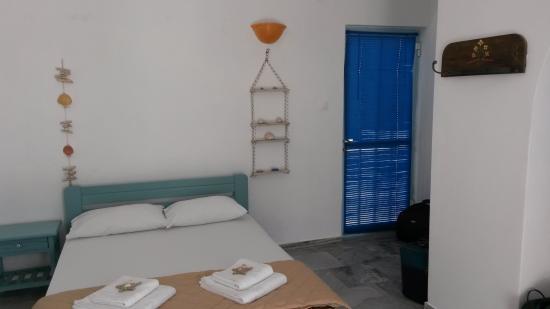 Arokaria Beach: Entrance and bedroom
