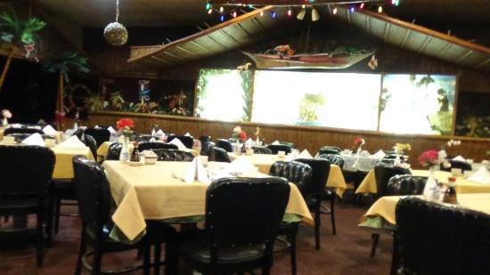 Ridgefield, NJ: Hawaiian-themed interior.