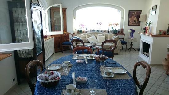 Aldarogi : Para arrancar el día, uba buena mesa con una vista espectacular