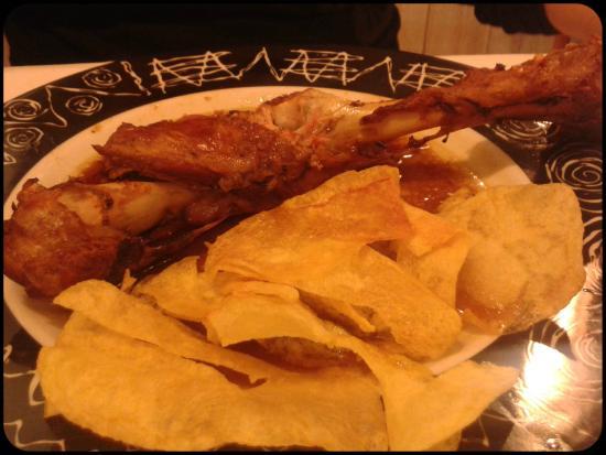 Sallent de Gallego, España: Cordero de segundo plato (las patatas aunque parezcan chip, son caseras)