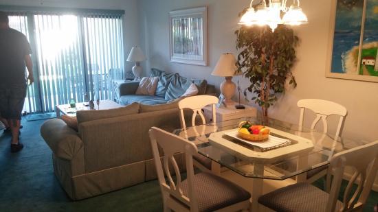 Portside Resort: Living room