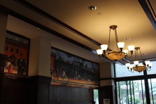Hotel Pattee: Dining Room Murals