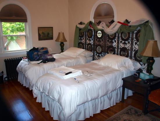 Connellsville, PA: Irish room with twin beds