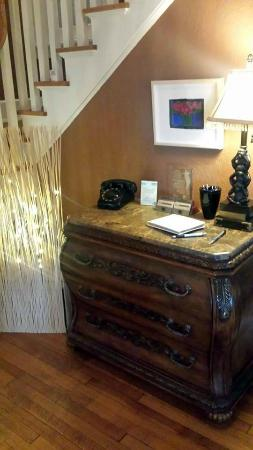 Brown Street Inn: Rotary Phone on Welcome Desk