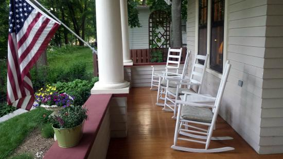 Brown Street Inn: Wonderful Front Porch