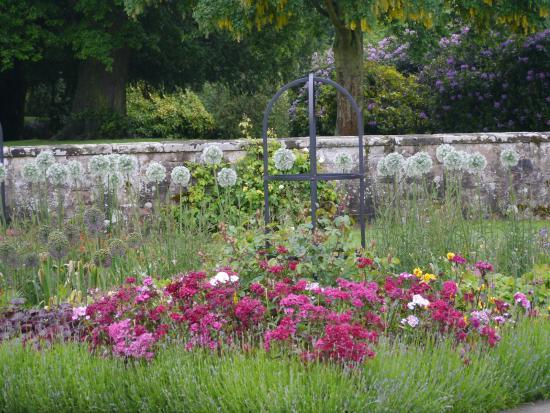 โคเวนทรี, UK: formal gardens