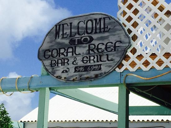 Coral Reef Bar and Grill: Fun place to be