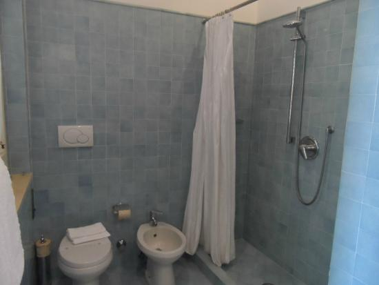 Sorrento Apartments: bathroom