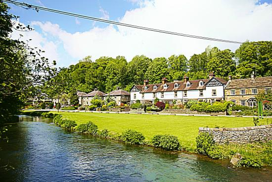 2 Lumford Cottages: A walk along the river from the city center leads you to the cottage.