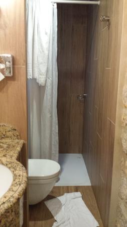 Hotel La Perle: Banheiro do andar de baixo, no de cima tem banheira!