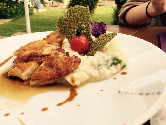 Restaurant sichtwerk: Spargelrisotto mit Hähnchen