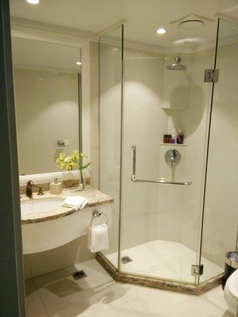 Chun Hui Yuan Resort: two level's bathroom