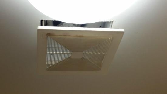 Comfort Suites Columbia Gateway: vent in bathroom kinda sketchy looking?