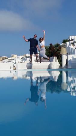 Kirini Santorini: by the pool