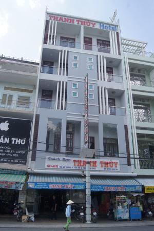 Thanh Thuy Hotel: Outside the hotel
