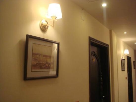 Milano Hostel: Corridor