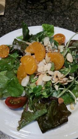 Courthouse Pub: House salad and tuni, rare
