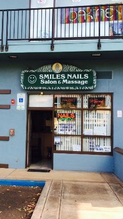 ‪Smile Nails Salon & Massage‬