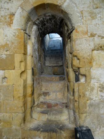 Cueva de Salamanca: ingreso a la muralla