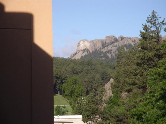 Travelodge Mt. Rushmore/Keystone: Picture from balcony of hotel.