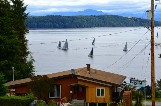 Alert Bay Cabins : Cormorant channel and coastal mountain range