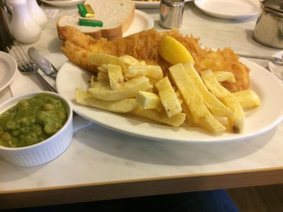 looks good but then i bit into the fish picture of neptune fish restaurant seahouses. Black Bedroom Furniture Sets. Home Design Ideas