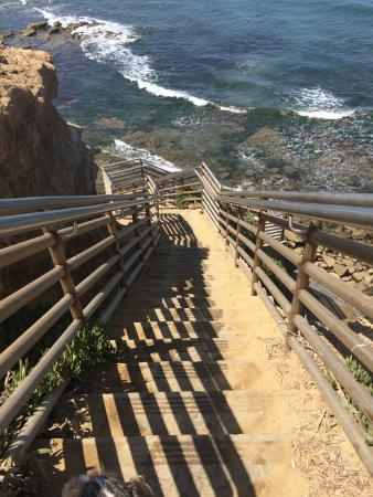 Sunset Cliffs Natural Park: staircase to the tidepools